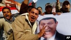 حسنی مبارک کے حامیوں اور مظاہرین میں تصادم