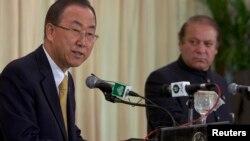 2013年8月14日联合国秘书长潘基文(左)和巴基斯坦总理谢里夫(右)在伊斯兰堡联合新闻发布会