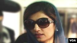 Menteri Luar Negeri Pakistan Hina Rabbani Khar: Usul pembekuan bantuan militer Amerika tidak menjadi keprihatinan negaranya.