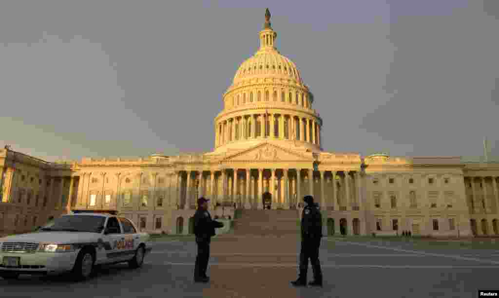 Police walk the plaza on the East front of the US Capitol as the sun comes up at the early dawn, prior to the 57th inauguration ceremonies for US President Barack Obama and Vice President Joe Biden, Washington DC, January 21, 2013