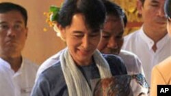 การปฏิรูปทางการเมืองในพม่ากำลังเป็นที่สนใจทั่วโลก แต่โอกาสที่ผู้ลี้ภัยชาวพม่าในค่ายผู้ลี้ภัยที่ชายแดนไทย-พม่าจะได้กลับบ้านยังไม่แน่นอน