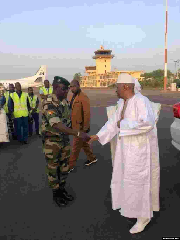 Mali Premier ministre Soumeylou Boubeye Maïga, sera Tessalit, marchi kalo 22, 2018. (VOA/Kassim Traoré)