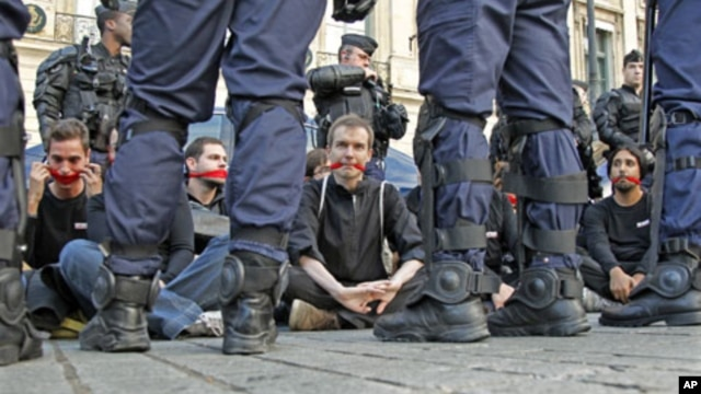 Reporters Without Borders activists are surrounded by riot policemen in front of the Ritz hotel in Paris, September 2011. (file photo)