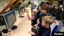 Desarrolladores en California crearon un juego que intenta despertar el lado creativo de los niños mientras aprender a codificar.