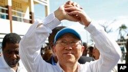 Tổng thư ký LHQ Ban Ki-moon đã đi khắp thế giới, cố gắng ngăn chặn và chấm dứt xung đột, thúc đẩy phát triển và giảm bớt tác động của biến đổi khí hậu