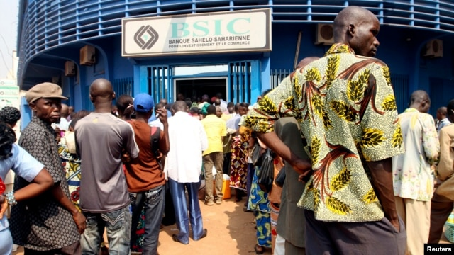 People wait in line at the BSIC bank in Bangui, December 31, 2012.
