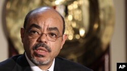 Meles Zenawi speaks to reporters in Cairo, Sept. 17, 2011.