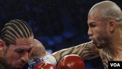 Cotto tiene (36-2 y 29 nocauts), el boricua viene de defender su título por segunda ocasión al derrotar en diciembre al mexicano Antonio Margarito.