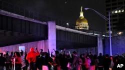 د اتلانتا په ښار کې مظاهره چیانو لویه لاره بنده کړه.