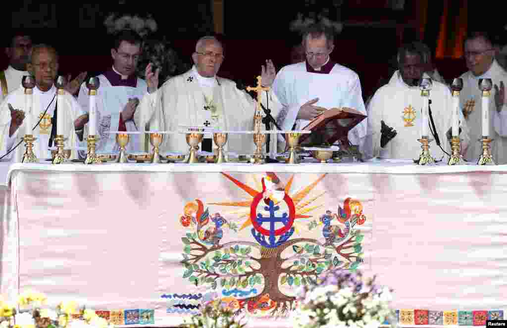 Pope Francis offers a blessing during a mass in Colombo, Jan. 14, 2015.