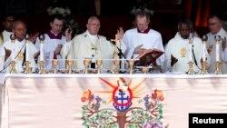 스리랑카를 방문한 프란치스코 로마 카톨릭 교황이 14일 콜롬보에서 미사를 집전하고 있다.
