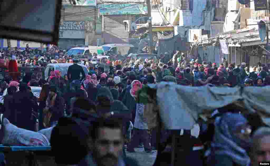 مخالفان اسد در دو روز اخیر دوبار، انتقال شان متوقف شده است.