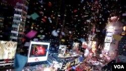 Pese a las amenazas climáticas y los problemas que aún persisten tras la nevada, en Times Square, en la ciudad de Nueva York, fue lanzado el tradicional papel picado.