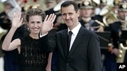 Syrian President Bashar Assad and his wife, Asma, arrive for a formal dinner after a Mediterranean Summit meeting at the Petit Palais in Paris, July 13, 2008 file photo.