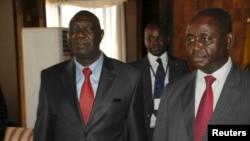 1月11日中非反政府联盟领袖乔托迪亚,左,和现已被罢免的博齐泽总统