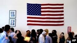 Con diferentes ceremonias de naturalización EE.UU. celebra el 238 aniversario de su independencia.