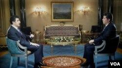 Prime Minister of the Kurdistan Regional Government in Iraq, Nechirvan Barzani (L) speaks to VOA's Ali Javanmardi during a recent interview.