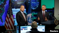 美國總統奧巴馬(右)和國土安全部部長約翰遜(左)。