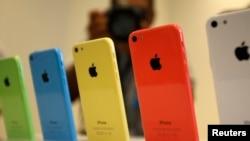 蘋果iPhone 5C有綠、藍、黃、粉和白色5種顏色