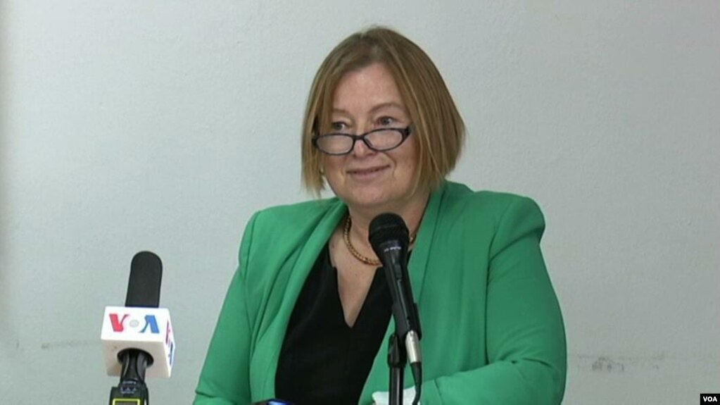 Drejtorja e VOA, Bennett viziton Kosovën