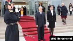 Tổng Bí thư Nguyễn Phú Trọng tại sân bay Quân sự Orly ở Thủ đô Paris hôm 25/3/2018. (Ảnh: Dân trí)