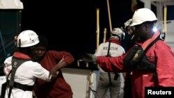 Надання допомоги африканським мігрантам в Середземному морі