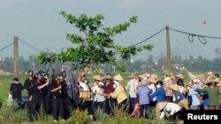 Một vụ cưỡng chế đất ở Nam Định.