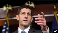 Ketua DPR Amerika Serikat, Paul Ryan, memberikan keterangan kepada wartawan seusai pertemuan dengan Donald Trump di Gedung Capitol, Washington (12/5).