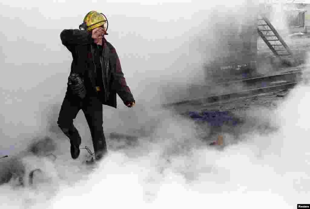 A Ukrainian miner walks through a cloud of steam after an accident occured in the water system at the Gorky mine in Donetsk, east of Kiev, Feb. 11, 1997. (Reuters)