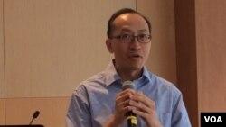 香港大學新聞和媒體研究中心副教授傅景華 (美國之音記者申華拍攝)