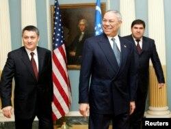 رستم عظیمف در یکی از دیدارها با وزیر دفاع وقت آمریکا، کالین پاول در سال ۲۰۰۳