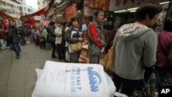 香港人排队买盐