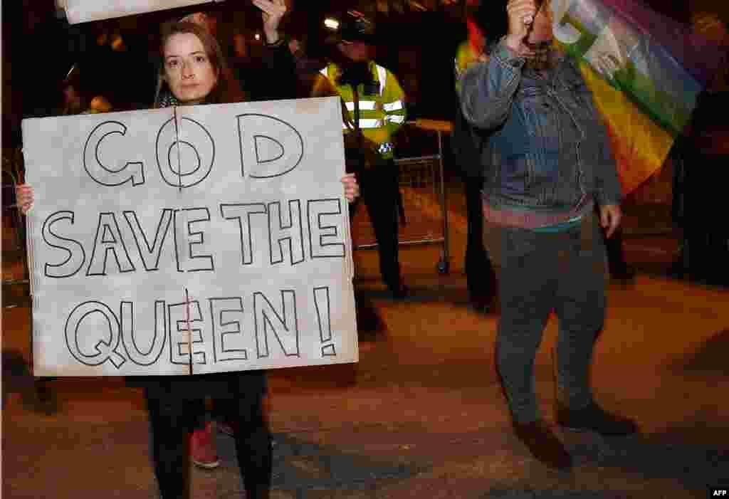 Londra'da Donald Trump'ı protesto edenler