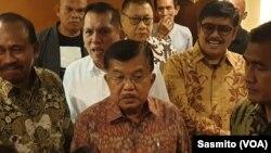 Wakil Presiden ke-12 Jusuf Kalla saat menghadiri diskusi yang diselenggarakan Jenggala Center di Jakarta, Selasa, 3 Desember 2019. (Foto: VOA/ Sasmito)