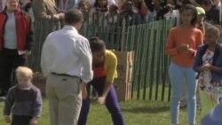 白宫庆复活节 总统和儿童草坪推彩蛋