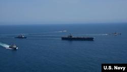 """美國一艘航空母艦2017年5月3日在西太平洋活動"""" (美國海軍照片)"""