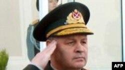 Azərbaycanın müdafiə naziri Ermənistanla müharibənin başlaya bilməsi riskini qeyd edir