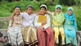 Miqësia mes feve ul tensionet ndërfetare