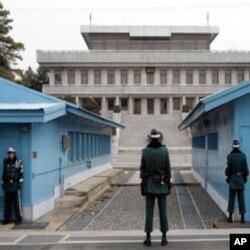 板門店休戰村內的南韓軍人站崗戒備