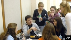 Scott Greene, (l), facing camera, a youth minister with the Warsaw Community Church is surrounded by students at lunch at Warsaw High School, March 9, 2006, in Warsaw, Ind.