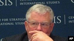 Giáo sư Carl Thayer