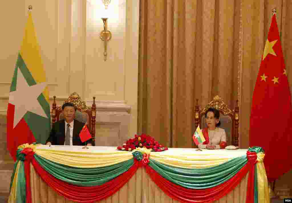 Chinese President Xi Jinping and Myanmar State Counsellor Aung San Suu Kyi witness signing of MoUs on Saturday January 18, 2020