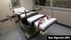 Tư liệu - Giường nơi tử tù bị hành quyết tại Nhà tù Bang Oklahoma ở McAlester, Oklahoma, ngày 9 tháng 10, 2014