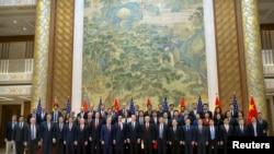 美中貿易談判代表團成員在北京釣魚台國賓館合影(2019年2月15日)