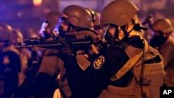 El armamento y equipo que la policía ha desplegado en Missouri ha llamado la atención.