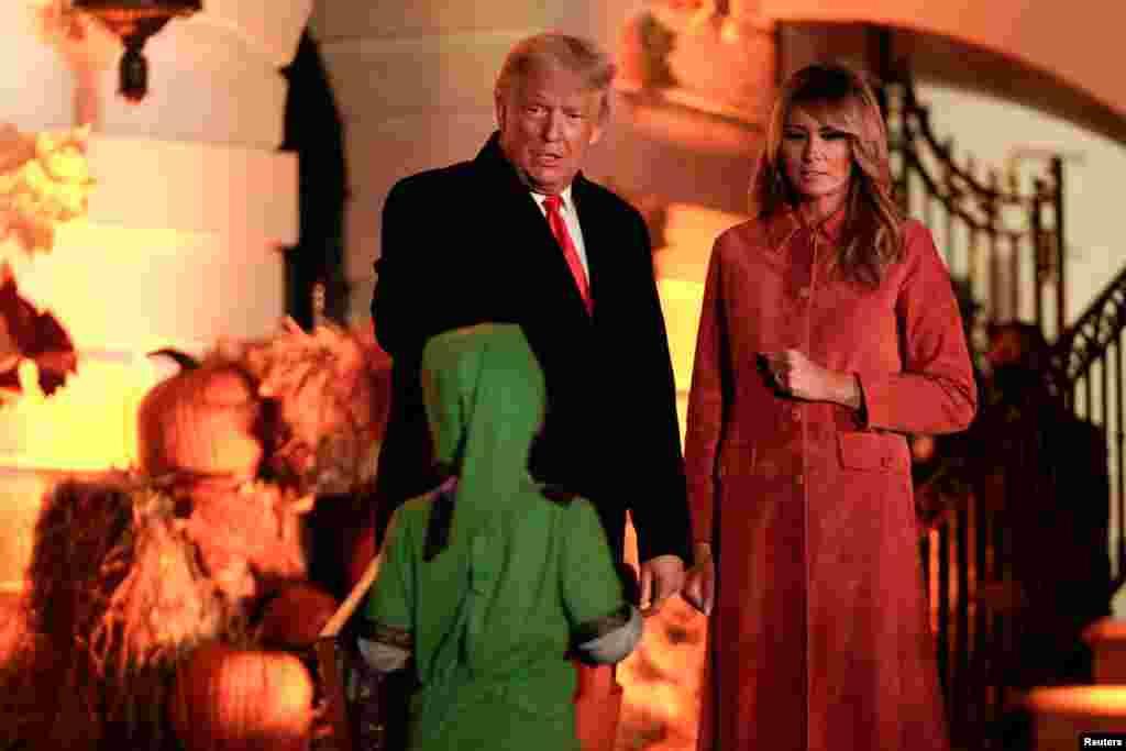 وائٹ ہاؤس میں ہونے والی تقریب کی میزبانی صدر ڈونلڈ ٹرمپ اور خاتون اول میلانیا ٹرمپ نے کی۔ تقریب میں شریک بچوں نے بھی مختلف اقسام کے کاسٹیومز پہنے ہوئے تھے۔