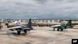 تصویری که وزارت دفاع روسیه از هواپیماهای جنگی مستقر در پایگاه هوایی الحمیمیم در استان لاذقیه منتشر کرده است - ۱۵ مارس۲۰۱۶