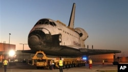 2일 플로리다 주 케네디 우주센터에 도착한 미국의 우주왕복선 애틀랜티스호.