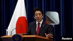 6일 아베 신조 일본 총리가 TPP 협상 타결과 관련해 도쿄 관저에서 기자회견을 하고 있다.