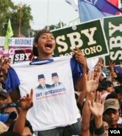 Pengamat menilai, demokrasi di Indonesia baru pada taraf melahirkan institusi demokrasi, namun belum menjadi cerminan aspirasi konstituen (foto: dok).